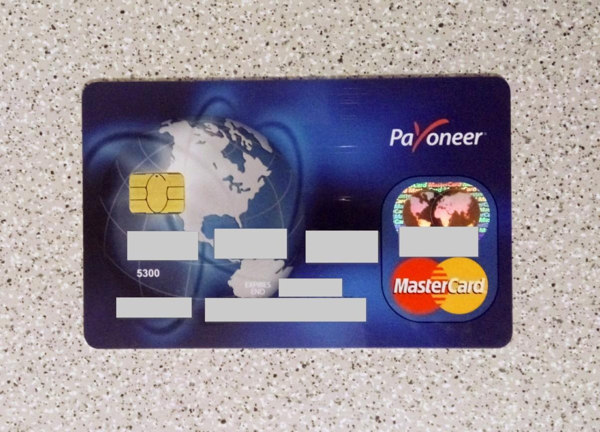 Внешний вид пластиковой карты Payoneer MasterCard